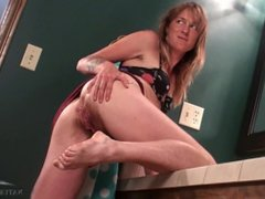BLONDE HAIRY MILF POSES THEN PEES