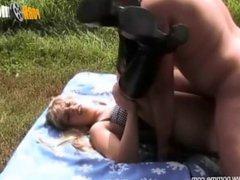 PornMe - Geile Blondine hart auf Rastplatz gefickt