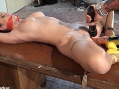 Submissed.com Bound babe orgasms