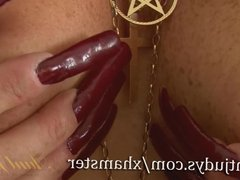 British GILF Zadi fingers her aged vagina