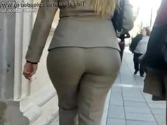 Big ass slut walking down the street in thight pants