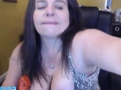 Squirting mother busty Roxi Lace pounds a big hairy pussy