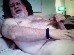 handsome daddy bear cuming on cam