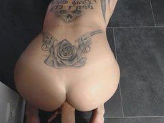 Webcam Girl with Tattoos hafe fun with Dildo