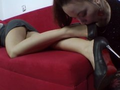 LESBIAN FOOT SNIFFING & LICKING