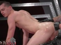 I want to see a naked male midget gay In an acrobatic 69, Axel Abysse