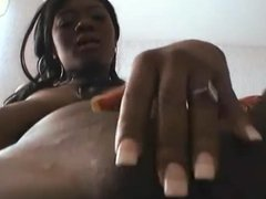 Ebony hottie fingering and rubbing