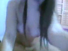 Novinha linda tirando a roupa