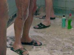 Operarios pelados no chuveiro