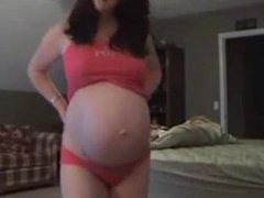 Sexy preggo millie shows her belly. Esta LIVE on 720cams.com