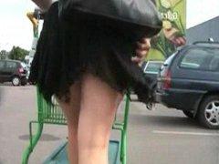 shopping upskirt no panty