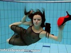 Brunette Kristy is stripping underwater