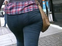Candid big juicy ass in jeans