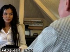 Amateure teen anal homevideos Woody doesn't know what to do with Bella