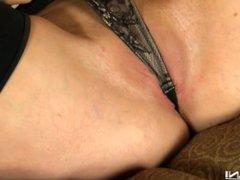 Kendall Karson-затолкала чулок в киску