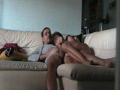 Pompino relax sul divano
