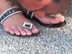 feet licking outside