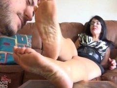 Sniff moms feet