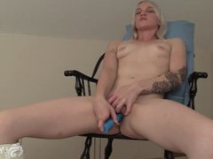 Slim Ari Toys Her Twat On A Chair