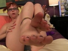 Zoey Nixon - Putting a load on Zoey Nixon's toes