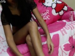 Thai Teen shows off her ass and oils her feet (me)