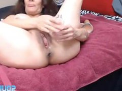Anal addicted mature Julia Jones squirting her juicy pussy