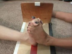 2 girls toe wrestling