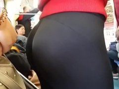AMAZING Tight Teen Ass on Train in Spandex Hidden Cam Creepshot Bubble Butt