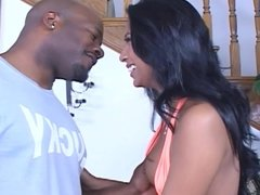 Ebony Nyomi krijgt grote zwarte pik in haar kut