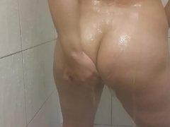 Indian bund fudi shower babhi chutad gaand desi girl