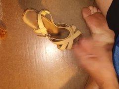 Cumming in wifes sandals.
