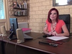 La Cochonne - Julie Valmont la cochonne baise pendant un entretien - FRENCH