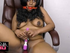 Horny Lily Masturbation Fucking Her Fat Pussy With A Dildo