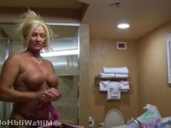 Roxy Gives the Masseur A Blowjob