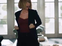 Taylor Swift dancing