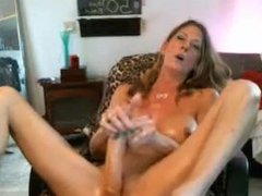 MILF FUCK HERSELF ON HER LAZY CHAIR