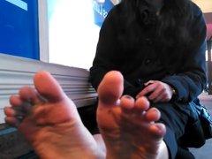 Desi Teen shows her feet in public