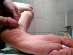 (Pre)cumming on my sole