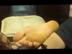 Latina feet show on cam