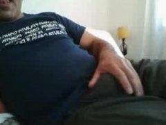 Hetero mostrando la verga en la cama
