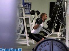 Amateur jock sucks off workout buddy
