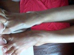 CUMSHOT ON LEGS