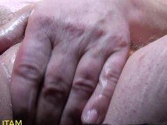 Pissen und Wichsen Finger in den Arsch