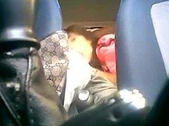 Barbara no carro com macho forrozinho sentando rola