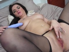 Naughty amateur mom feeding her old cunt