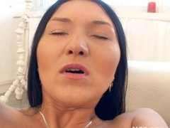 Asian anal with big dildos