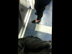 Nalgona de mallones en el metro