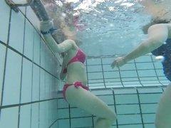 Milf with q good butt in bikini underwater