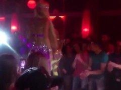 Ana Maria Mocanu and Loredana Chivu dancing in club