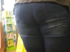 BIG BUTT MILF TIGHT JEANS BLACK BOOTS